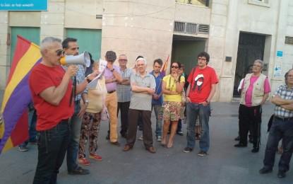 IU se concentra en La Línea para exigir el referéndum sobre la monarquia