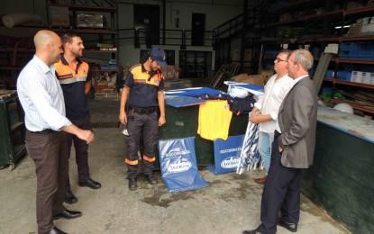 Entrega de material para los voluntarios de Protección Civil encargados del socorrismo en playas