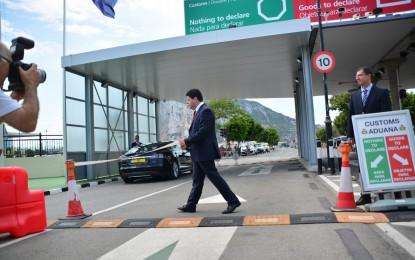 El Ministro Principal de Gibraltar visita las infraestructuras fronterizas