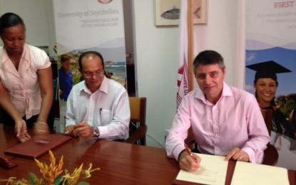 El Ministro gibraltareño Licudi visita Seychelles