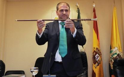 El alcalde de Los Barrios, obligado a readmitir al jefe de prensa que despidió