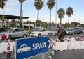 El Servicio de Aduanas de Gibraltar detiene a cinco personas e incauta cigarrillos por valor de 4.000 libras en la Playa de Poniente