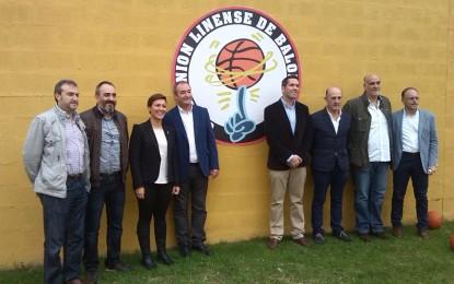 La alcaldesa de La Línea, junto con el presidente de la Federación Andaluza de Baloncesto, inauguran las pistas exteriores de ULB