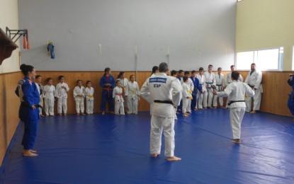 La medallista Yolanda Soler da una clase práctica en el club Geiko