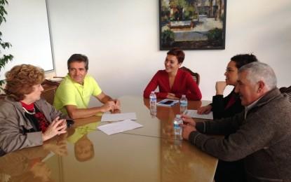 """La alcaldesa conoció el proyecto del grupo """"Solidarios Campo de Gibraltar"""""""