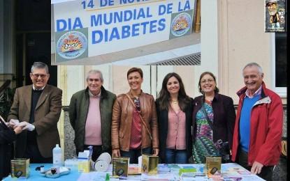 La alcaldesa y la edil de Asuntos Sociales, con la Asociación de diabéticos