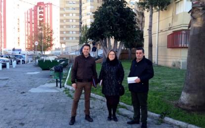 La concejala de Participación Ciudadana toma nota de las necesidades de la barriada de San Felipe