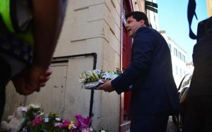El Ministro Principal de Gibraltar rinde tributo a la familia víctima de los crímenes de ayer