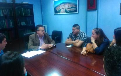 El Subdelegado atiende a trabajadores del Plan de Empleo Joven en La Línea de la Concepción