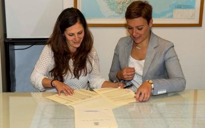"""Garantizar más si cabe la atención social en los institutos, propósito del convenio firmado con la asociación """"Aires"""""""
