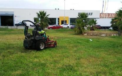 Mantenimiento urbano acomete trabajos de limpieza y jardinería en diferentes calles de la ciudad