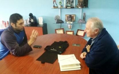 Helenio Lucas visita las obras de los vestuarios del campo de fútbol Antonio Reyes, prácticamente finalizadas