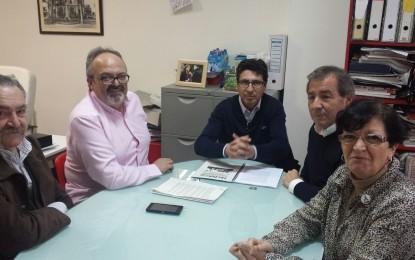 La Peña Flamenca trata con el PSOE linense la cesión de parte de la oficina de Turismo de la Junta