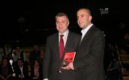 El dramaturgo Julian Felice presenta su libro 'Tres obras de Gibraltar'