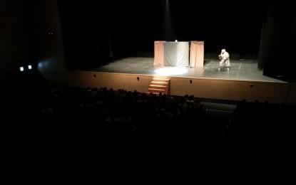 Un Palacio de Congresos lleno acerca el teatro en inglés a alumnos de primaria