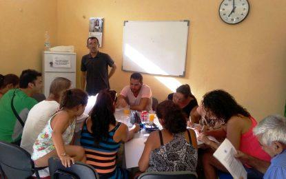 Asuntos sociales refuerza el trabajo que realiza con los menores en los talleres de verano, impartiendo charlas a los padres y madres de los participantes