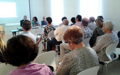 Importante asistencia de público en la conferencia sobre Cruz Herrera y el paisaje, a cargo de José Antonio Pleguezuelos