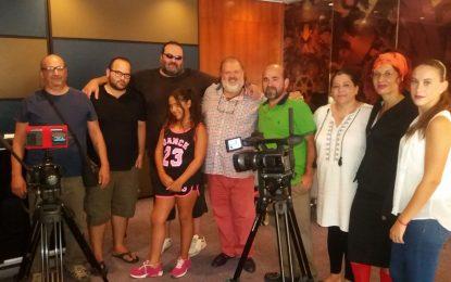 """El cantante """" Parrita"""" hace un cameo en la serie """" El hotelito"""" del cineasta Miguel Becerra"""