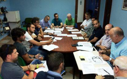 Formalizado el contrato con la empresa Transportes Generales Comes, S.A. para el desplazamiento del deporte base