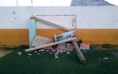 Helenio Lucas Fernández denuncia un acto vandálico cometido en el campo de fútbol Francisco Pozo
