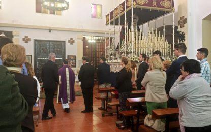 El alcalde participa en la misa del Silencio y visita sus imágenes