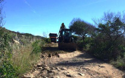 Acometidos trabajos para garantizar los accesos a la playa por el camino entre la Primera Torre y Alcaidesa