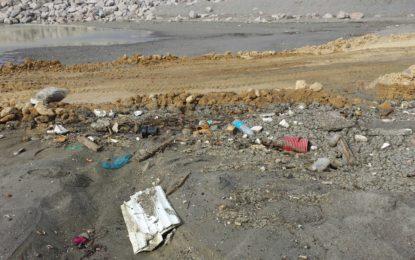 El concejal socialista Yerai Sánchez califica de chapuza las actuaciones en la playa de La Atunara y afirma que no se respeta la ley de costas