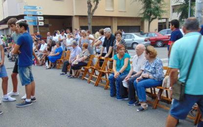El alquiler de sillas para contemplar la cabalgata de feria, los días 12, 13 y 14