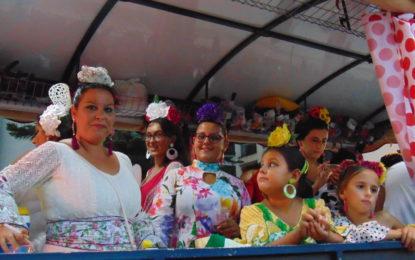 La cabalgata anunciadora de la Feria, con luz, color y alegría, inundó las principales calles del centro de La Línea
