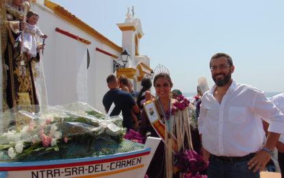 Multitudinaria ofrenda floral a la Virgen del Carmen en el barrio de La Atunara
