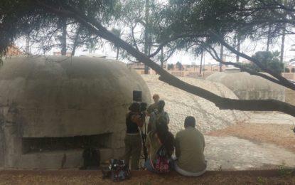 """La agencia """"Historias de luz"""" graba en La Línea un reportaje sobre el proyecto turístico en búnkeres de IES Tolosa"""