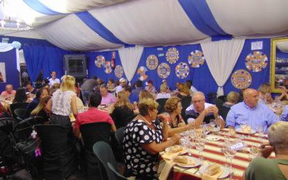 Cena benefica a favor de la Asociación de Esclerosis Multiple del Campo de Gibraltar en la caseta de ULB
