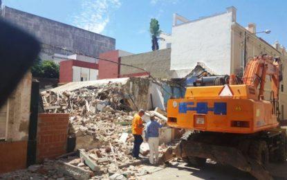 Disciplina Urbanística acomete el derribo de un patio vecinal en la calle San José