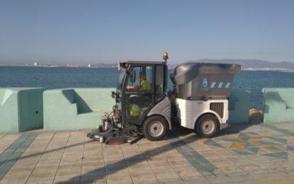 La concejalía de Limpieza continúa con el fregado mecánico y con agua a presión en varias zonas