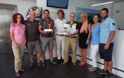 Alcaidesa Marina cumple siete años de existencia y lo celebra con su tarta de cumpleaños