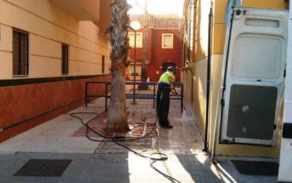 Limpieza intensifica los trabajos de limpieza con agua a presión en el centro y las barriadas