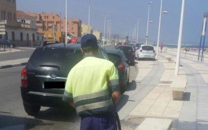 Fregado del paseo marítimo de Levante y limpieza en barriadas