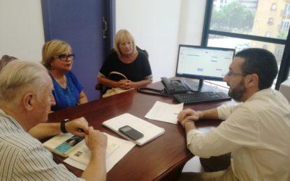 El alcalde recibe a las responsables del Círculo Social de la Mujer Linense