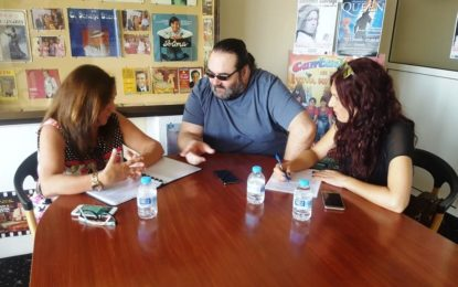 Encarni Sánchez felicita a Miguel Becerra por su participación en los festivales de Colombia y Buenos Aires