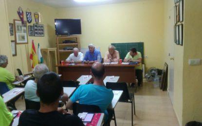 Helenio Lucas Fernández preside una reunión local de la Federación Gaditana de Fútbol