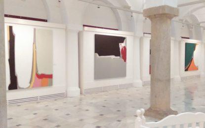 """Una representación linense asiste en Jerez a la exposición de """"El mono desnudo"""", de Santi Cervera"""