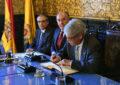 El alcalde de Algeciras impone la Insignia de la Ciudad a Alfonso Dastis como Ministro de Exteriores y de Cooperación