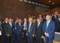 El alcalde de San Roque, Juan Carlos Ruiz Boix, asiste a la conferencia de Dastis sobre el Brexit