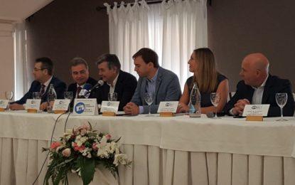 Fernández y Pérez Custodio felicitan a los galardonados en la segunda edición de los Premios Turísticos Hosteleros del Campo de Gibraltar