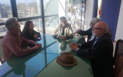 El alcalde recibe al catedrático linense Fernando Barragán