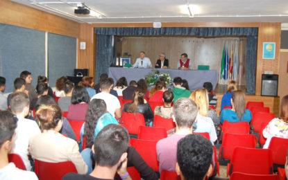 Los escritores Javier Fernández y José Calvo imparten una conferencia en el instituto Antonio Machado