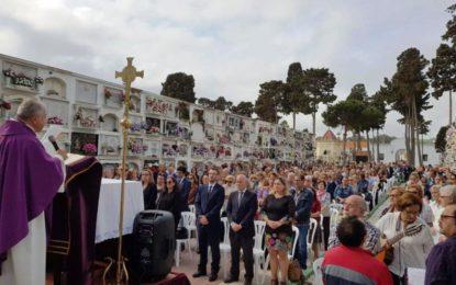 El alcalde participa en la Misa de los Difuntos celebrada en el Cementerio Municipal