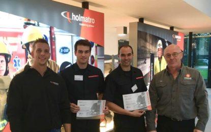 Integrantes del Servicio de bomberos y rescate del aeropuerto de Gibraltar asisten al curso de técnicos de servicio