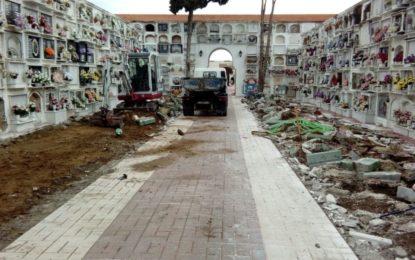 El cementerio mejora su patio central tras la eliminación de parterres