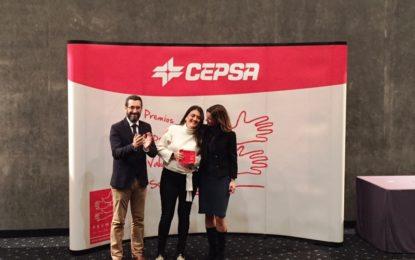 Rosa Pérez agradece a Fundación Cepsa su apoyo para la realización de trabajos de mantenimiento y pintura en la sede de la Asociación de Familiares de Enfermos de Alzheimer